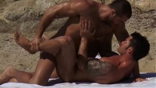 Jessy Ares Top Mitchell rock ass on the beach YedGayxxx